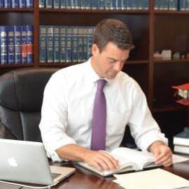 Experiencia Y Dedicacio - Alcock Law Firm